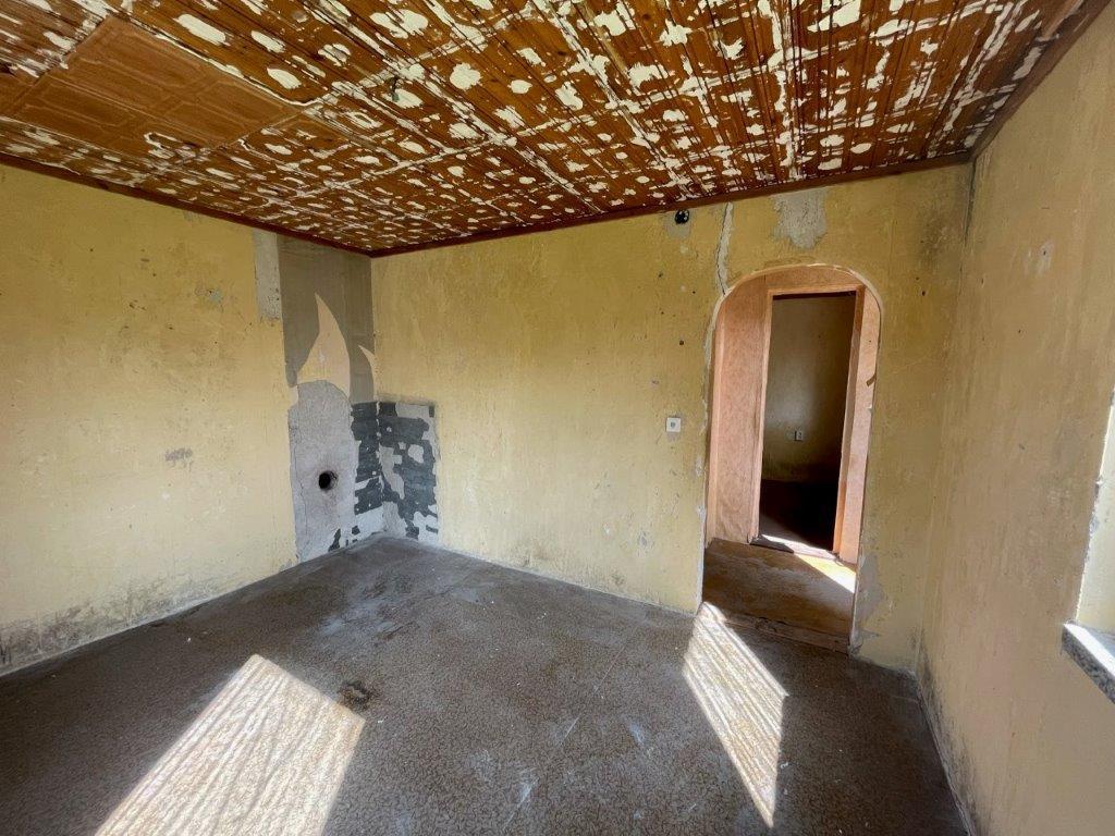 Wohnraum mit Anschlussmöglichkeit Kamin