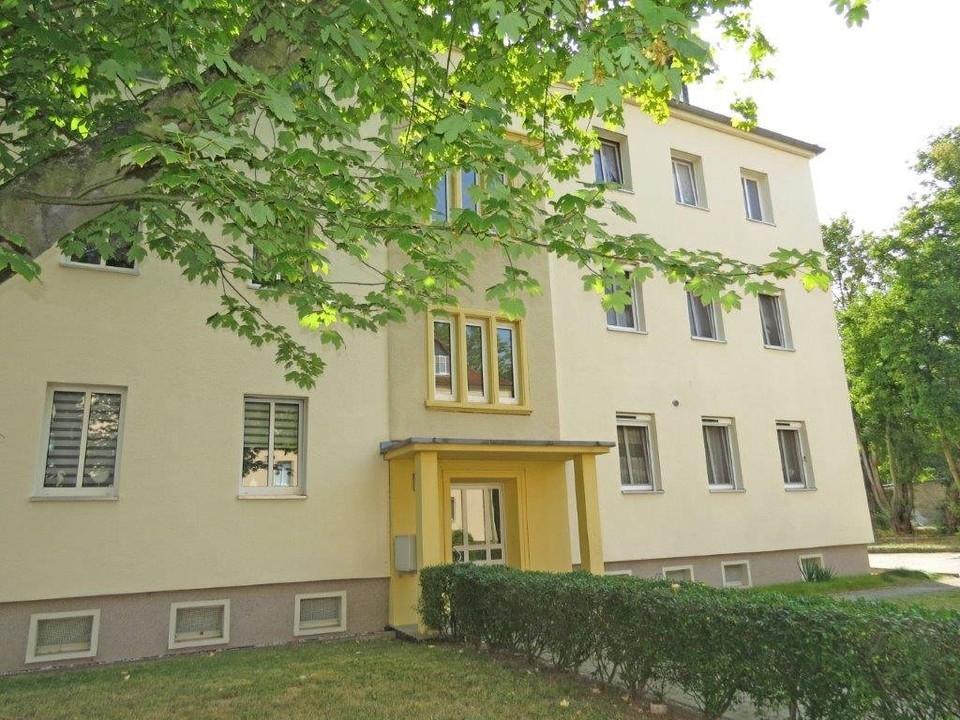 Fassade mit Vorgarten